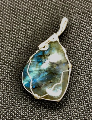 labradorite piece unique certie
